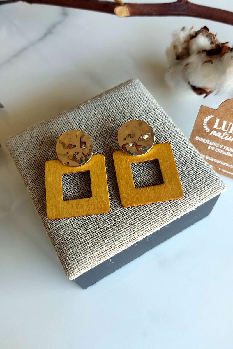 pendientes madera cuadrados